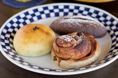 【トミガワカフェ&ベーカリー】<br>穏やかな空気のなかで時間をかけてつくる<br>天然酵母のおいしいパン