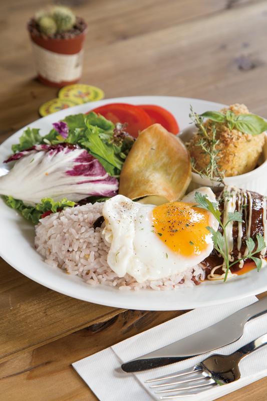 ランチにオススメの「煮込みハンバーグコロッケ」(スープ・サラダ・ドリンク付)1,000円