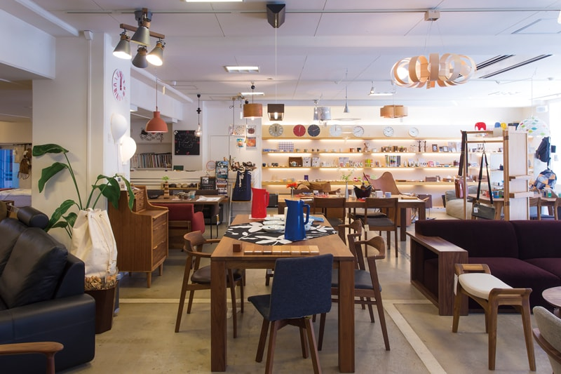 長崎市扇町の家具雑貨店・Maghrailの店内を360°画像でご覧いただけます。