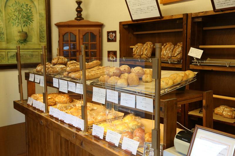 ハードパンを中心に揃える。パンを確実に手に入れたい場合は電話予約がオススメ