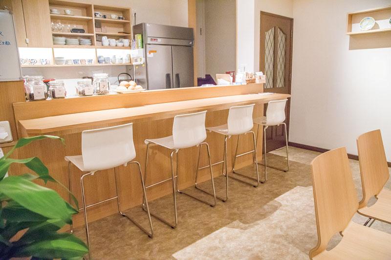 保育園前にオープンしたおウチカフェ。扉を開くと眞嶋さんがあたたかく出迎えてくれる