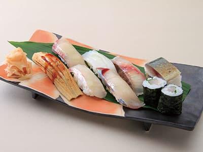 家族や友人の新たな旅立ちに<br>長崎空港で食べる贅沢なにぎりセット