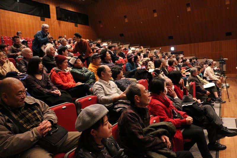 参加者の多くが手を挙げ、映画を通じてそれぞれが感じた想いや意見などを交わしました