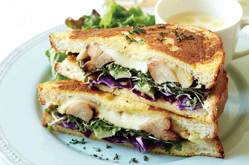 爽やかチキン&たっぷり野菜の期間限定トーストサンドが登場!