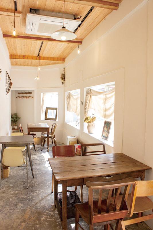 長崎県諫早市高城町8-17 cafe topor store カフェの内観